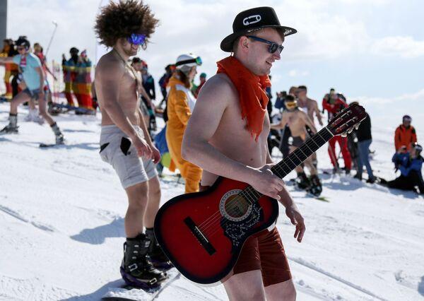 Horký sníh v květnu: Festival Chibiny - bikini 2018 - Sputnik Česká republika