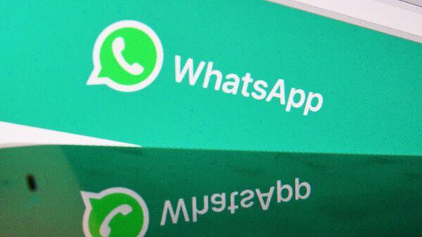 Webová stránka messengeru WhatsApp na monitoru počítače - Sputnik Česká republika