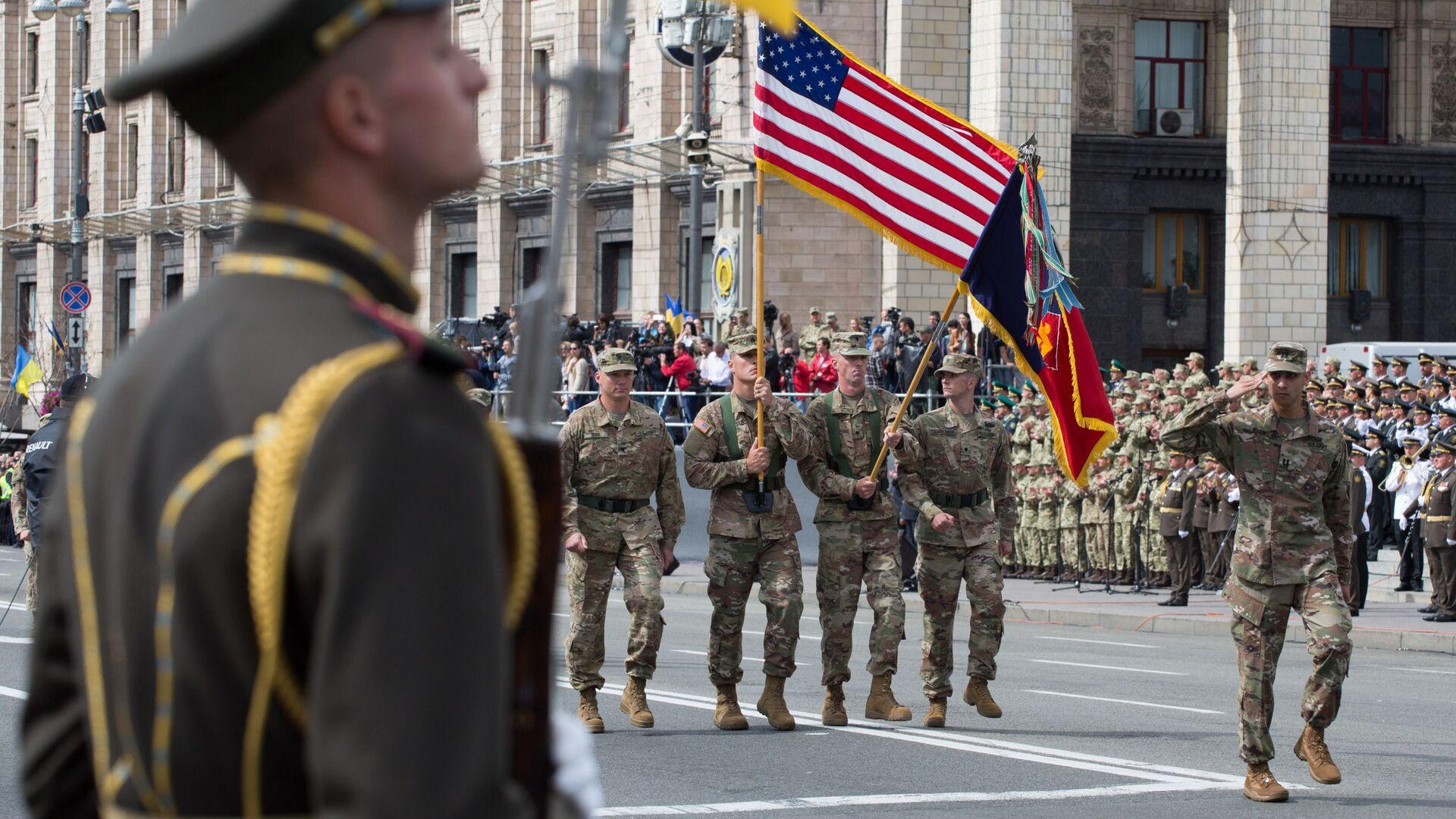 Vojáci členských zemí NATO během vojenské přehlídky při příležitosti oslav Dne nezávislosti Ukrajiny v Kyjevě - Sputnik Česká republika, 1920, 06.04.2021