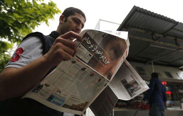 Muž s novinami v Teheránu - Sputnik Česká republika
