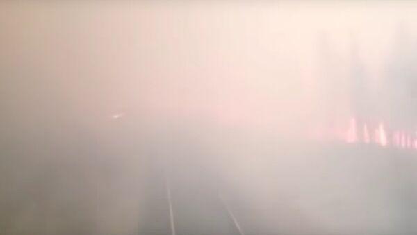 Ruský vlak projel přes lesní požár - Sputnik Česká republika