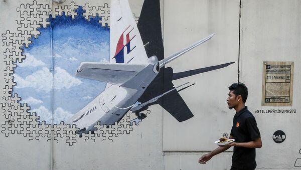 Graffiti s Boeingem MH370 - Sputnik Česká republika