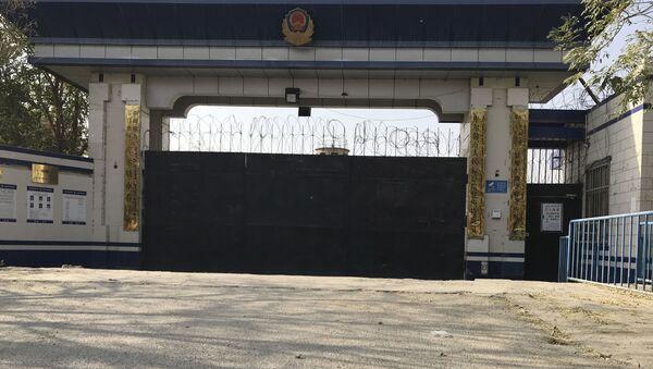 Vstup do věznice v provincii Sin-ťiang, kde jsou údajně držení muslimové - Sputnik Česká republika