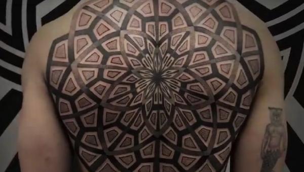 Práce tetovacího mistra z Paříže pod pseudonymem Lewisink - Sputnik Česká republika