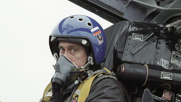 Vladimir Putin v kokpitu Su-27. - Sputnik Česká republika