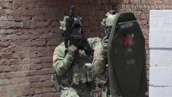 Kalašnikov předvedl Vitjaze v akci (VIDEO) - Sputnik Česká republika