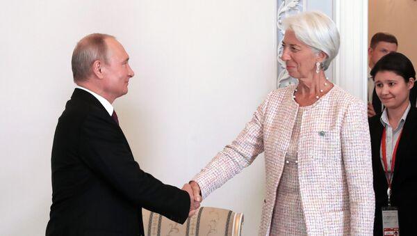 Ruský prezident Vladimir Putin a ředitelka Mezinárodního měnového fondu (MMF) Christine Lagardeová - Sputnik Česká republika