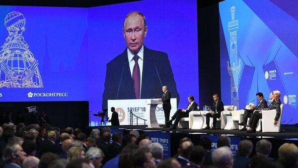 Ruský prezident Vladimir Putin během Petrohradského mezinárodního fóra - Sputnik Česká republika
