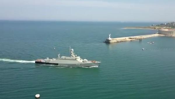 Nejnovější raketová loď dorazila na Krym: záběry ze vzduchu - Sputnik Česká republika