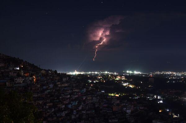 Ranní bouřka na pobřeží v Port-au-Prince, Haiti - Sputnik Česká republika