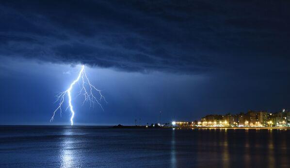 Bouřka nad zátokou v Montevideu, Uruguay - Sputnik Česká republika