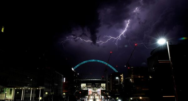 Blesk nad stadionem Wembley, Londýn - Sputnik Česká republika
