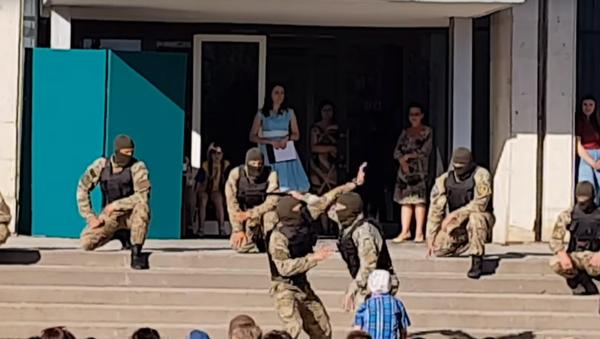 Na sociálních sítích kritizovali výkon ukrajinských speciálních sil před dětmi - Sputnik Česká republika
