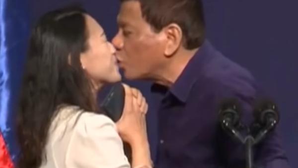 """Filipínský prezident byl obviněn z """"odporného sexismu a vážného zneužití pravomocí"""" - Sputnik Česká republika"""