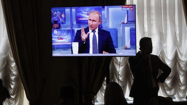 Novináři sledují Putinův projev - Sputnik Česká republika