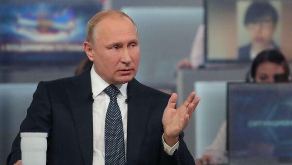 Ruský prezident Vladimir Putin odpovídá na otázky - Sputnik Česká republika