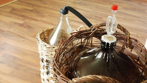 Výroba domácího alkoholu. Ilustrační foto - Sputnik Česká republika