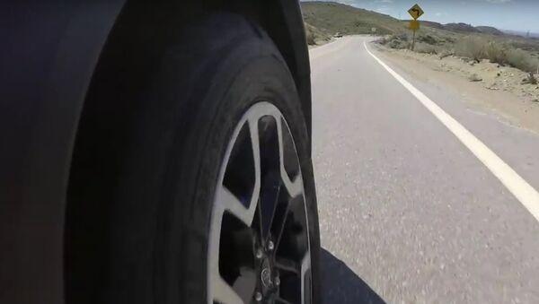 Automobilový expert informoval o přednosti ojetých pneumatik ve srovnání s novými (VIDEO) - Sputnik Česká republika