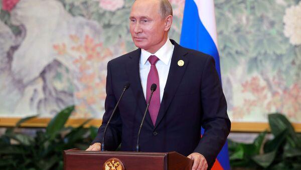 Ruský prezident Vladimir Putin na tiskové konferenci na závěr summitu ŠOS v Čching-tao - Sputnik Česká republika