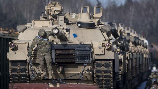 Americké tanky Abrams  - Sputnik Česká republika