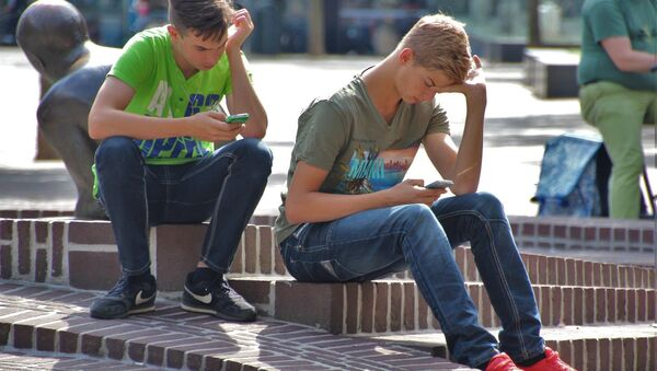 Mladí lidé na ulici. Ilustrační foto - Sputnik Česká republika