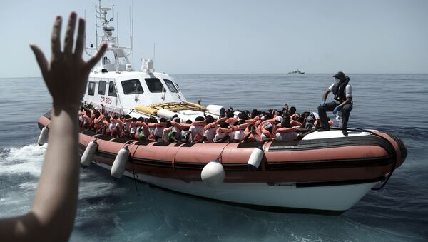 Zachránění migranti ve Středozmením moři - Sputnik Česká republika