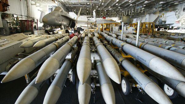 Rakety AMRAAM na americké letadlové lodi Kitty Hawk - Sputnik Česká republika