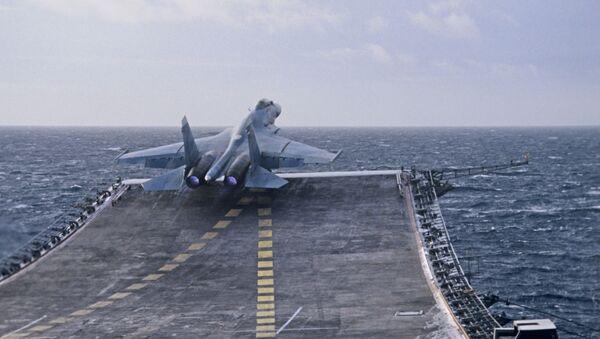 Vzlétnutí přepadového stíhacího letouna 4. generace Su-27K z paluby letadlové lodi Admiral Kuznecov. - Sputnik Česká republika
