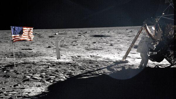 Neil Armstrong na Měsíci. - Sputnik Česká republika