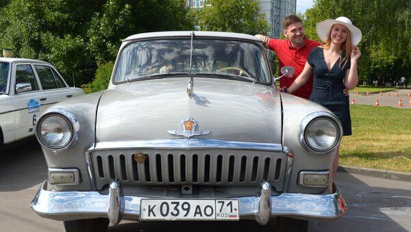 GAZ-21 Volga před zahájením rally starých vozů Bosch Moskau Klassik v Moskvě - Sputnik Česká republika