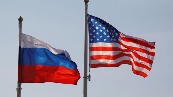 National flags of Russia and the US fly at Vnukovo International Airport in Moscow, Russia April 11, 2017 - Sputnik Česká republika