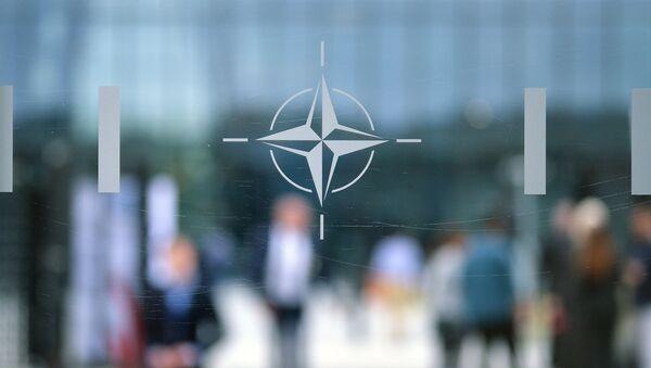 Logo NATO v Bruselu - Sputnik Česká republika