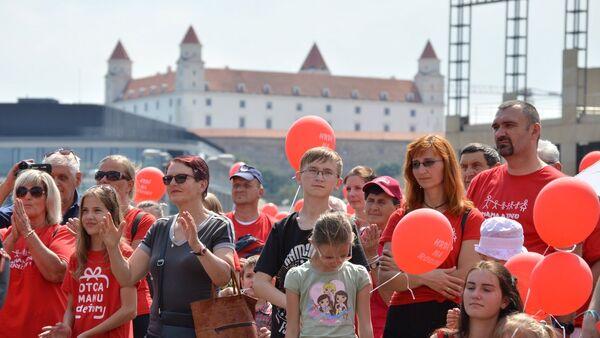 Pochod za rodinu v Bratislavě - Sputnik Česká republika