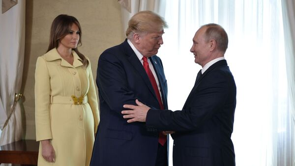 Hlava Ruska Vladimir Putin, prezident USA Donald Trump a jeho manželka Melania - Sputnik Česká republika