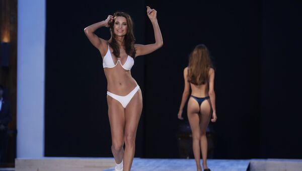 Modelky během přehlídky Beach Fashion Week v Miami - Sputnik Česká republika