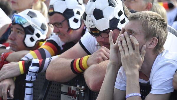 Zničení němečtí fanoušci po prohraném zápasu s Jižní Koreou - Sputnik Česká republika