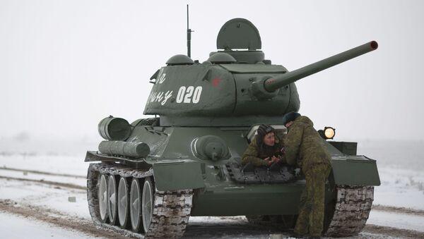 Tank T-34 před zkouškou přehlídky k výročí Stalingradské bitvy - Sputnik Česká republika