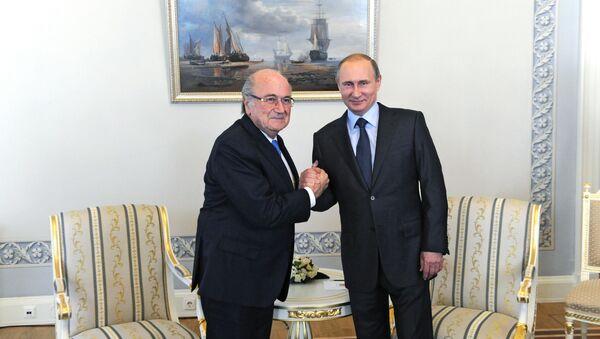 Vladimir Putin a Sepp Blatter - Sputnik Česká republika