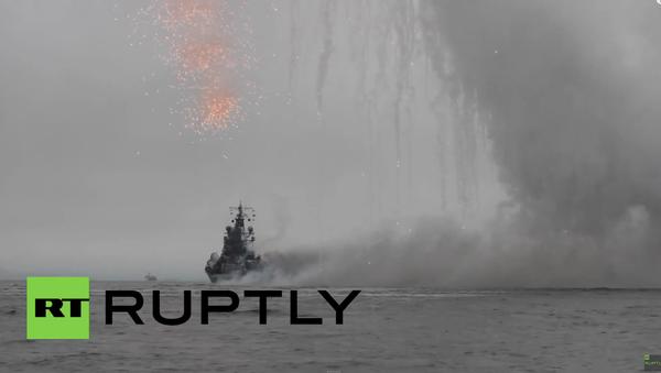 Efektní přehlídka v Den Vojenského námořnictva v Petropavlovsku-Kamčatském - Sputnik Česká republika