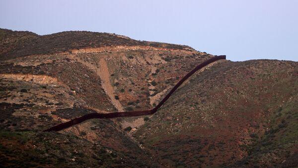 Hranice mezi USA a Mexikem - Sputnik Česká republika