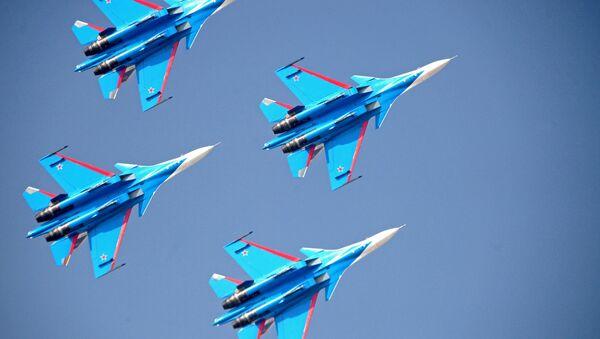 Akrobatická letecká skupina Russkije viťazi na stíhačkách Su-30SM - Sputnik Česká republika