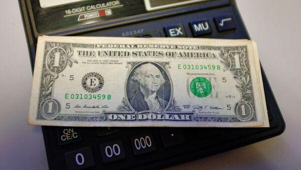 Americké dolary na kalkulačce - Sputnik Česká republika
