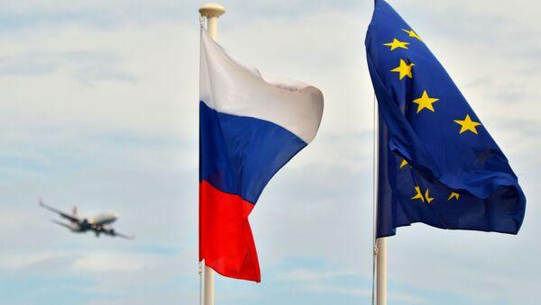 Vlajky Ruska a Evropské unie na nábřeží v Nice - Sputnik Česká republika
