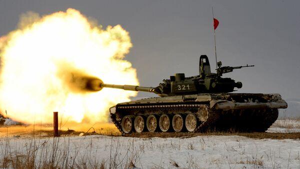 Tank T-72 při tankovém biatlonu - Sputnik Česká republika