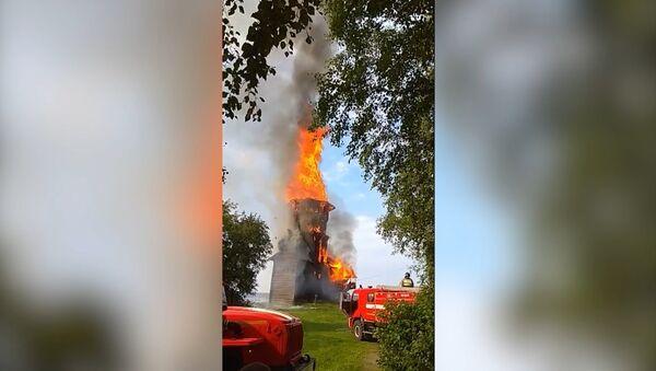Požár zcela zničil jedinečný kostel na Ruském severu - Sputnik Česká republika