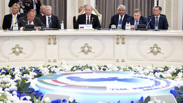 Ruský prezident Vladimir Putin během Kaspického summitu v kazašském městě Aktau. - Sputnik Česká republika