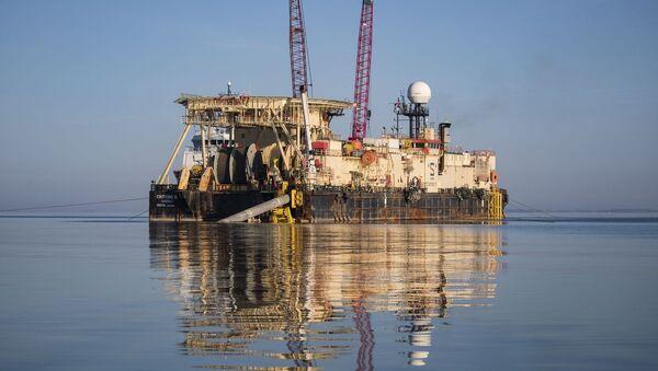 Loď Castoro 10 se připravuje ke svařování potrubí Severního proudu 2 - Sputnik Česká republika