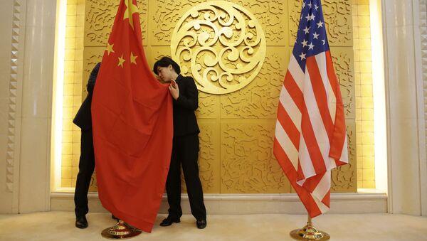 Vlajky Číny a USA - Sputnik Česká republika
