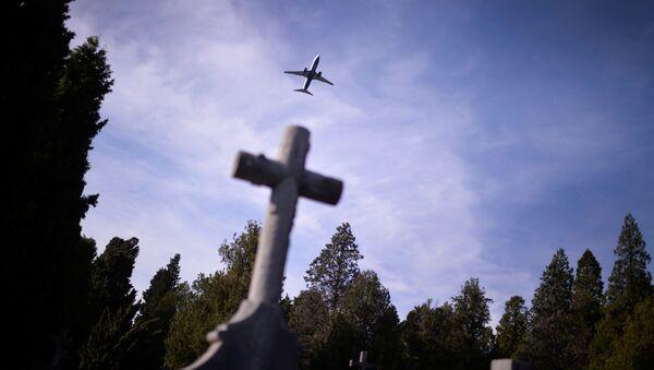 Kříž na hřbitově. Ilustrační foto - Sputnik Česká republika