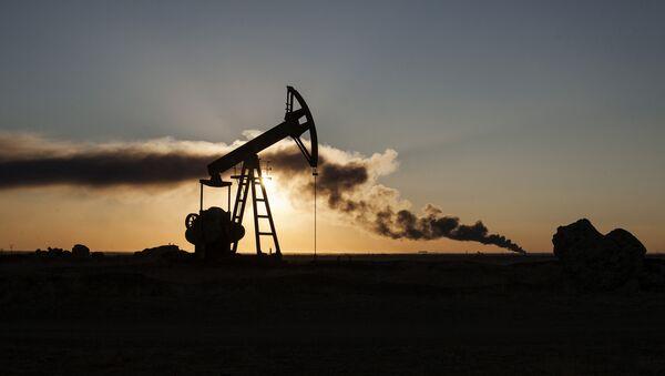 Téžba ropy v Sýrii - Sputnik Česká republika